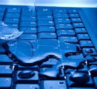 залил ноутбук водой